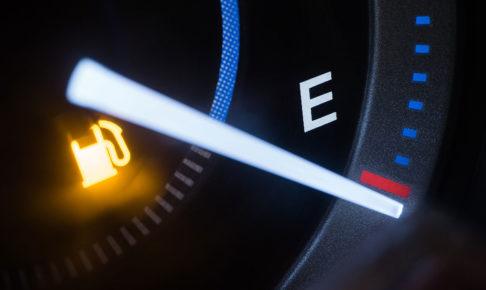ガソリンの給油ランプがついてからでも50キロは走れる!計算方法は?