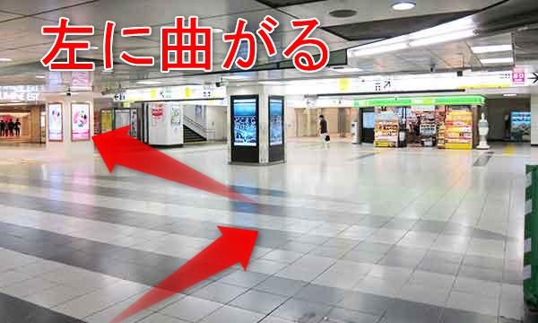 JR新宿駅東口の東改札前通路