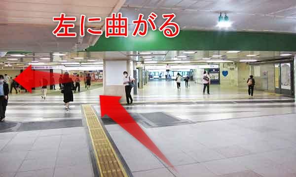 JR新宿駅西口の西改札前